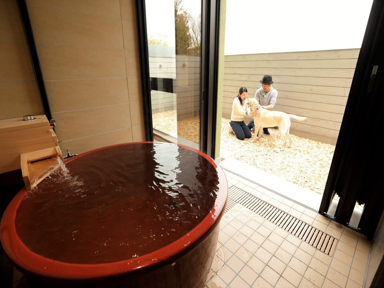 1階フロアのみ:半露天温泉風呂と専用庭付き