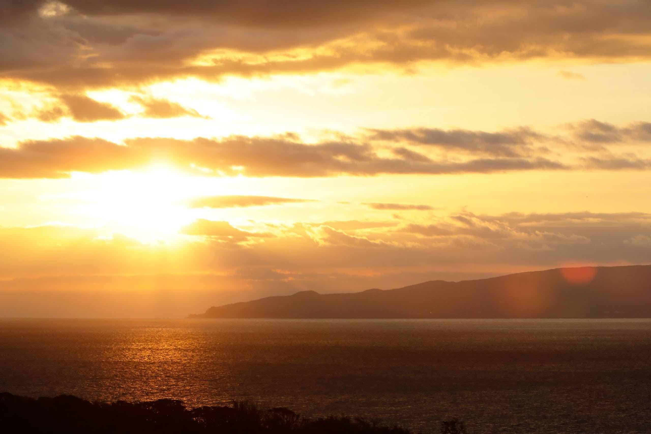 相撲湾と伊豆諸島の景色を楽しめる絶景湯宿
